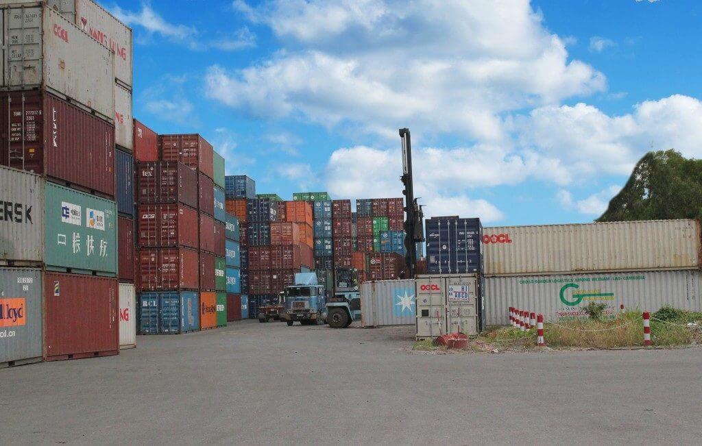 Bãi container tại cảng biển