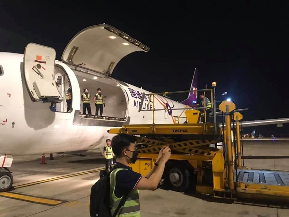 Khai thác hàng hóa xuất khẩu bằng máy bay