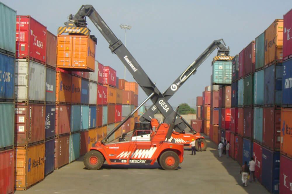 Khai thác hàng hóa tại cảng biển xuất khẩu